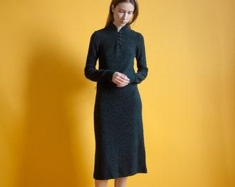 black knit collar sweater dress / black boucle knit dress / vtg 70s midi dress / s / 653d / B3