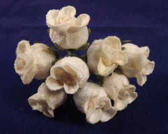 Velvet Rose Buds White Weddings Millinery Fascintators Corsages Boutineers Dolls Christmas Decor Flower Crowns 8 Stem Bunch New Old Stock