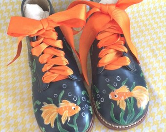 Toddler Walking Shoes Leather Boy Girl Painted sz. 7 D Wide