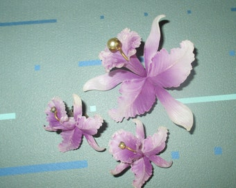 Vintage FAB Purple and White Iris Plastic Pin and Clip Earrings Set