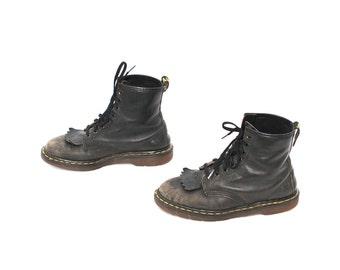 size 8 DOC MARTEN  fringe toe black leather 80s 90s COMBAT grunge 8 eyelets ankle boots