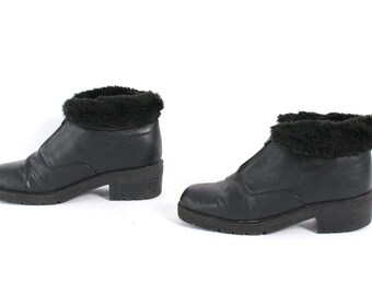 size 9 GRUNGE black leather 80s 90s QUILTED faux fur LINED zip up ankle boots