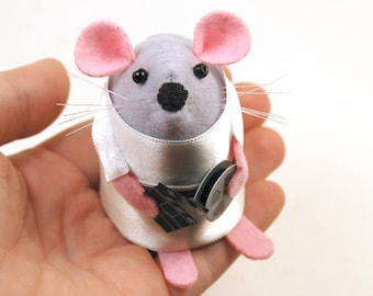 NEW Film Buff Mouse - collectable art rat artists movie fan mice felt mouse cute soft sculpture toy stuffed plush gift for film buff - Flick