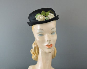 Vintage 1950s Hat Black Fabric with Ivory Flowers, fits 21 inch head, Ladies Floral hat