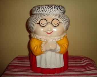 Charming vintage McCoy Pottery Granny Cookie Jar