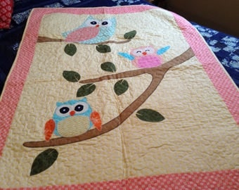 Applique owl baby quilt. Yellow and peach baby quilt, baby blanket, modern quilt, baby decor, nursery, owls, baby girl quilt, baby quilt