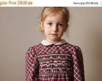 25% OFF SALE 1980s Princess Anne Smocked Dress /// Size 4t