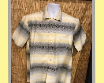 1950s Reproduction Hollywood Rogue Gradient Print Shirt currently only available in Medium and X large