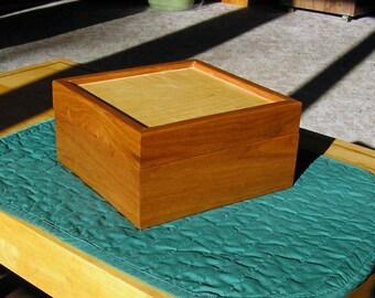 Keepsake / Gift / Treasure Box, Quilted Maple Veneer
