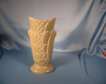 SHAWNEE CORN VASE, Made in American Shawnee Pottery, Classic 1950's Style Shawnee Pottery, American Pottery of Corn Vae, Light Gray Vase