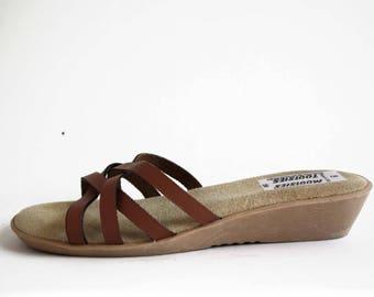 Size 7.5: Woman's Vintage Mootsie Tootsie Plush Foot Bed Tan Leather Strap Slip on Retro 70's Sandal Shoes