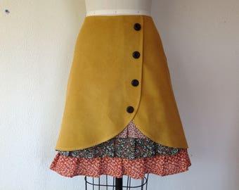 Penelope corduroy ruffle front skirt Sz 6