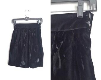 Size XS // VELVET SHORTS // Black - Culottes - High Waist - Minimalist - Vintage '80s.
