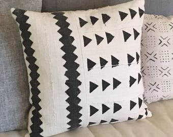 Authentic African Mudcloth Pillow Cover  19 x 19   Tribal / African / Farmhouse / Modern Decor