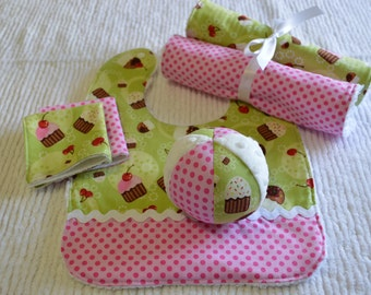 CUPCAKES Baby Girl Gift Set: bib, ball, washing and burp cloths