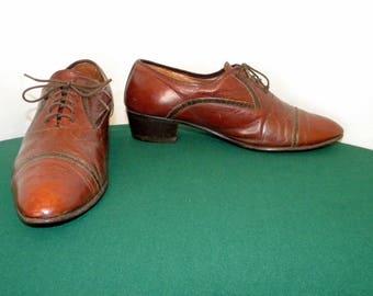 Sz 9 Men Vintage Brown leather 1970s low heel lace up Stacy Adams dress shoe.