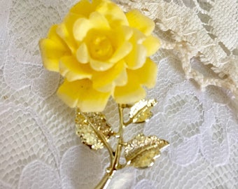 Vintage Yellow Carved Lucite Plastic Goldtone Rose Retro Flower Pin Brooch