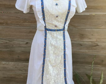 1970's white sundress with lace and floral ribbon detail SMALL