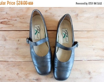 SALE brown leather mary janes / size 7.5 / Ros Hommerson 1990s comfort shoes