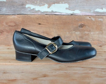 vintage 1960s mary janes | size 6.5 | dance shoes | black leather buckle strap chunky heel shoes