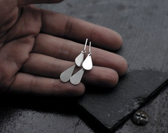 Articulated Silver droplet earrings