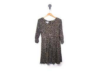 Vintage 90s Black Floral Grunge Daisy Print Long Sleeved Babydoll Swing Dress  women s m vestiesteam preppy boho indie hipster faded