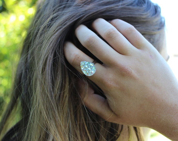 Silver Glitter Adjustable Teardrop Ring.