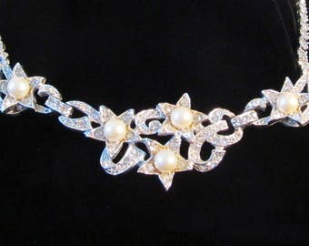 Rhinestone and Faux Pearl Star Necklace
