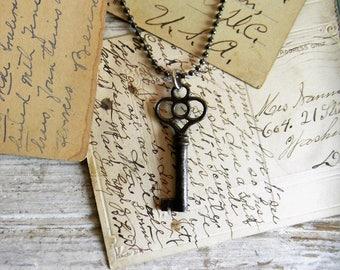 Key Necklace, Antique Key Necklace Skeleton Key Steampunk Key Pendant Necklace, Vintage Asseblage Jewelry, Key Jewelry, Old Key Necklace