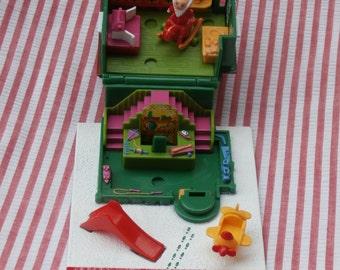 Polly Pocket Santa's Workshop with Santa, Vintage 1993 Bluebird Toys, Christmas Building and Figurine