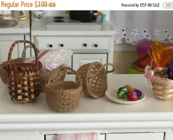 SALE Miniature Round Basket, Teeny Tiny Basket, Dollhouse Miniature, 1:12 Scale, Dollhouse Accessory, Decor, Woven Basket, Dollhouse Decor
