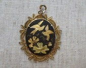 Vintage victorian black and gold garden design gold tone metal pendant. Lot of 1 pendant.