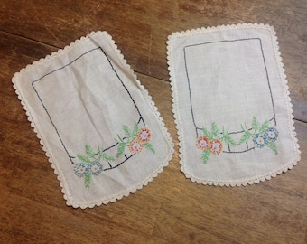 Vintage 60s Embroidered Flower Napkins Doilies Linens