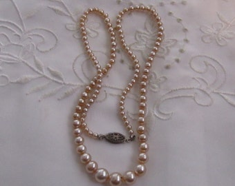 Vintage Off-White/Pale Beige Faux Pearl Choker Style Necklace