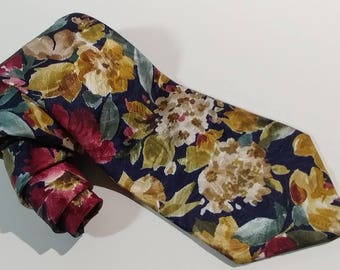 Vtg Camden Court Abstract Floral Necktie 100% Polyester Hand Made USA Classic Style Wearable Art Fashion Designer Quality Craftsmanship EUC