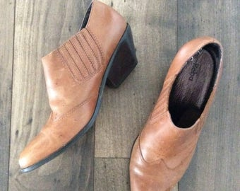 30% OFF 1990's Brown Leather Western Ankle Boots Size 9.5 by Maeberry Vintage