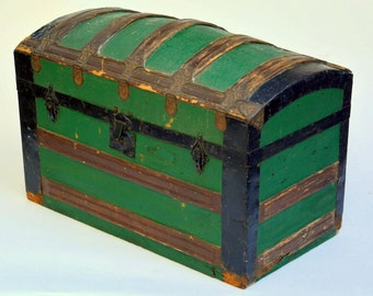 Antique Green Camel Back Steamer Trunk: Sturdy Banded & Metal-Reinforced Wooden 1800s Victorian Travel Chest -- Exc. Color, Clean Interior