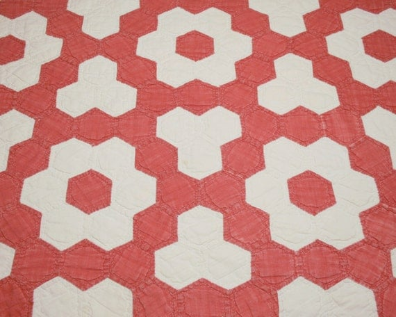 Red and cream grandmother 39 s flower garden variation for Grandmother flower garden quilt pattern variations