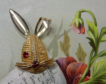 SARAH COVENTRY Winking Rabbit Figural Bunny Brooch    NDB42