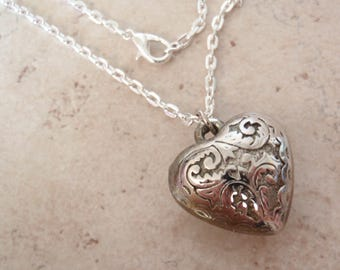 "Heart Necklace Etched Look Silver Plated 18"" Chain Vintage V0325"