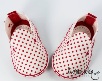 Red and White Polka Dot Baby Booties, Unique Baby Girl Gift, Wool Felt Baby Shoes, Crib Shoes, Baby Shower Gift, Baby Fashion, Gift Box