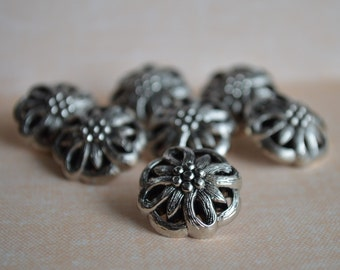 7 Filigree Poinsettia Flower Round Buttons Silver Tone Plastic Acrylic Almost Three-Quarter Inch – Elegant and Classy Buttons