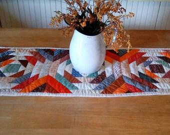 Vintage log cabin quilt table runner, pineapple variation, primitive quilt, table top quilt, farmhouse decor, rustic decor