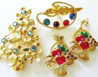 Lot 4 Pieces Vintage Avon Jewelry, Rhinestone Artist Pallet Brooch, Bow Christmas Tree Pin, Enamel Fruit Basket Earrings