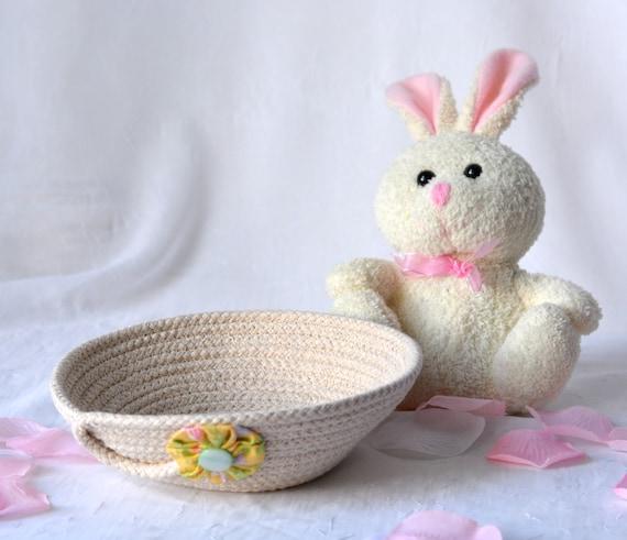 Easter Basket Filler, Handmade Rope Basket, Modern Clothesline Basket, Lovely Candy Dish, Cute Desk Accessory Basket, hand coiled basket