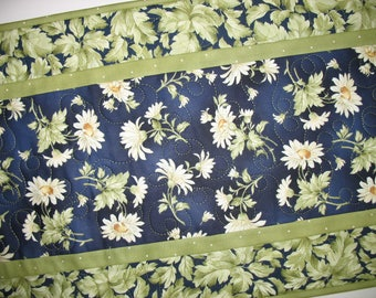 Floral Table Runner, Daisy, Summer, fabric from Maywood, handmade,quilted table runner
