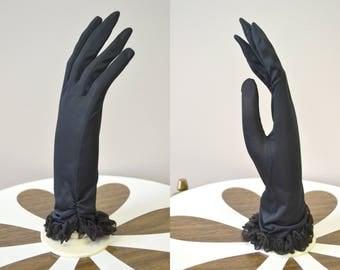 1950s Hansen Nylon Ruffled Gloves, Size 6 1/2