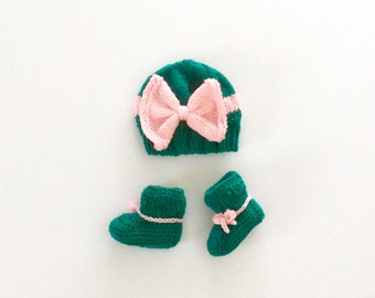 READY TO SHIP Booties and Hat set, Green/Pink, Big Bow hat and booties set, size 3-6 months