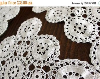 Table Runner, Wagon Wheel, Matching Doilies in Antique Whites, Vintage Crochet  13729