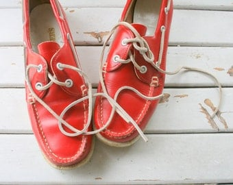 Vintage RED LEATHER Loafers...size 7 womens..shoes. oxfords. leather. retro. closed toed. urban. boho. hipster. library. classic. lace ups